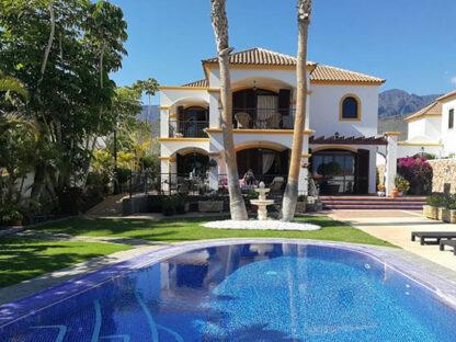 Luxury villa El Madronal